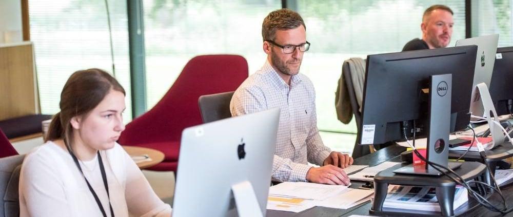 kantoor te klein door coronaregel afstand bewaren